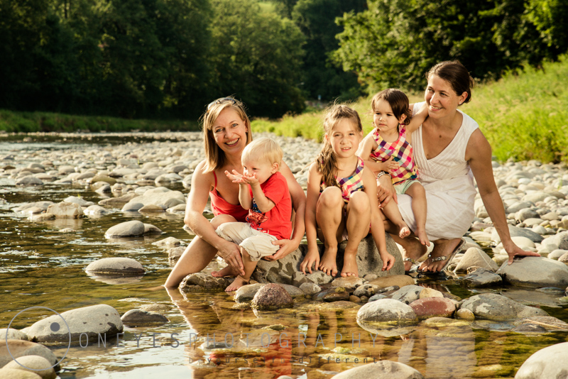 Familien-Foto-Shooting auf dem Spielplatz