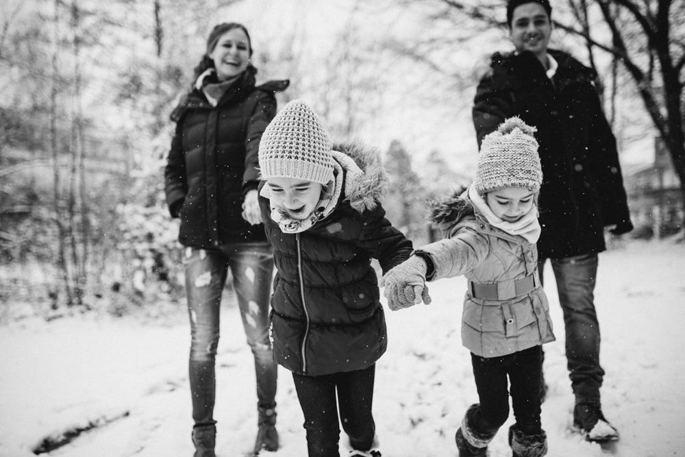 Familienfotos im Winter bei Schnee