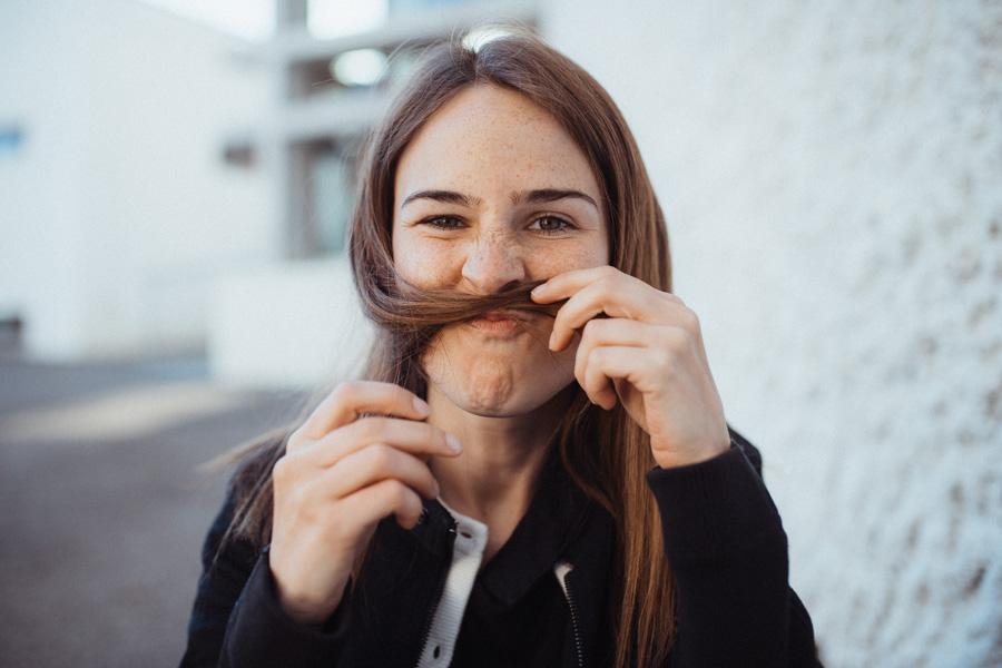 witzige Fotos junge Frau Zürich