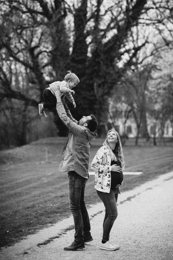Babybauch Spass mit der Familie