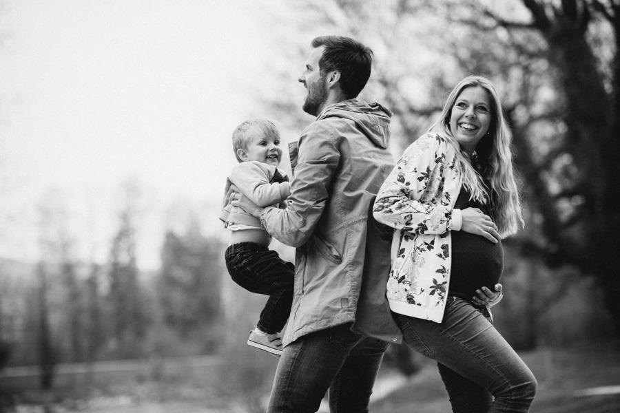 Babybauch Fotoshooting draussen